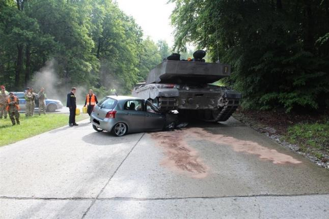 British-tank-crushes-student-drivers-Toyota-in-Germany (1)